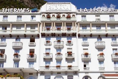 hotel traduction touristique
